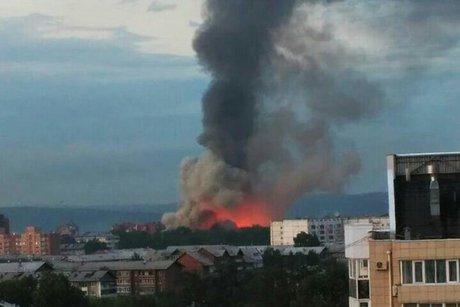 Вweb-сети появилось видео крупного пожара натерритории прежнего ИВВАИУ