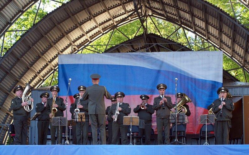 духовой оркестр в/ч 3426 играет прощание славянки