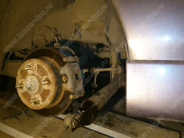 Замена задних амортизаторов Lancer 9