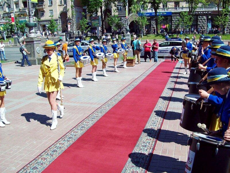 Ковровая дорожка перед киевской мэрией