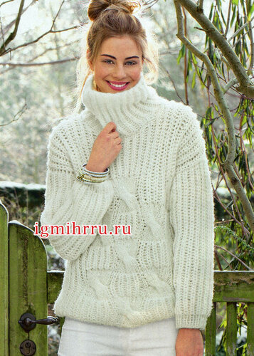 Уютный белый свитер с объемными косами. Вязание спицами