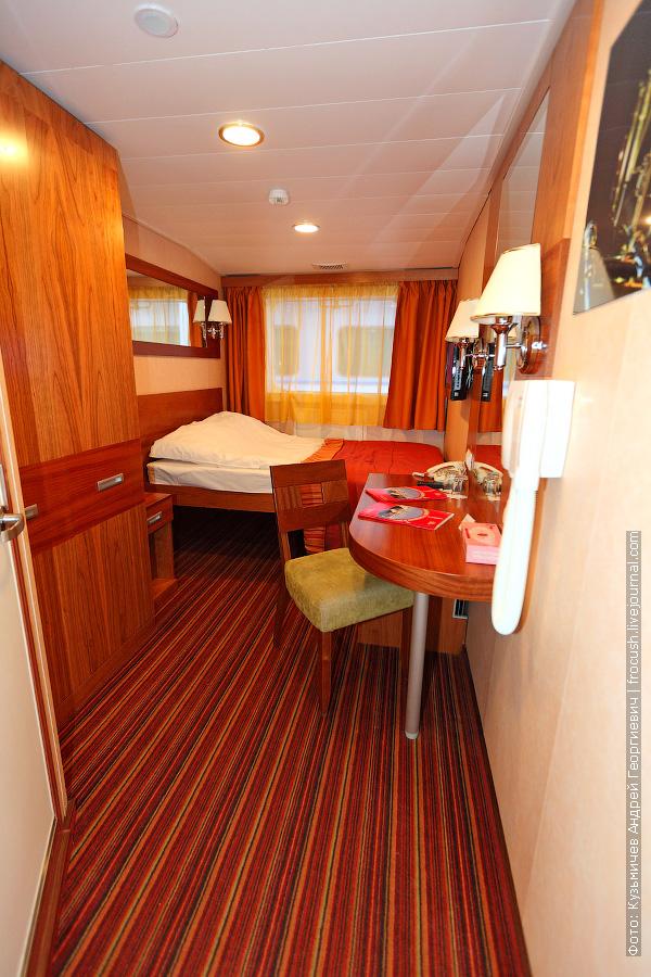 Двухместная каюта №111 с двуспальной кроватью