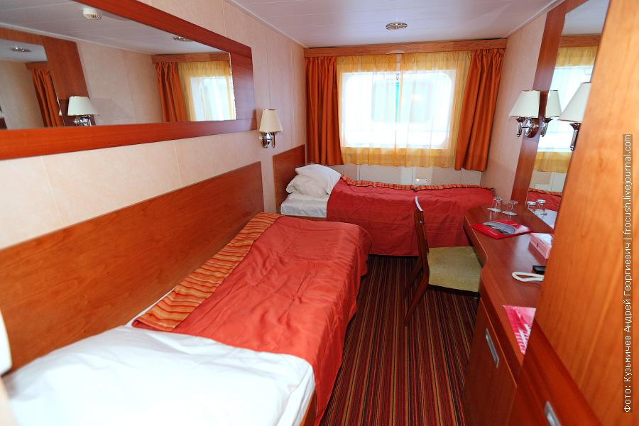 Двухместная каюта №105 с двумя односпальными кроватями