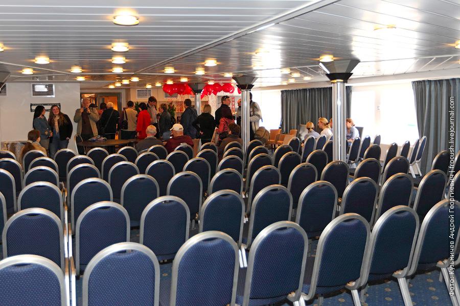 В кормовой части главной палубы расположен конференц-зал «Маэстро»