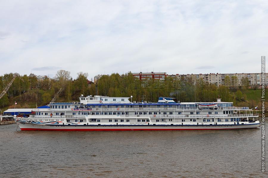 1 мая 2012 года. Теплоход «Александр Бена» у пристани «Галанино» в Городце