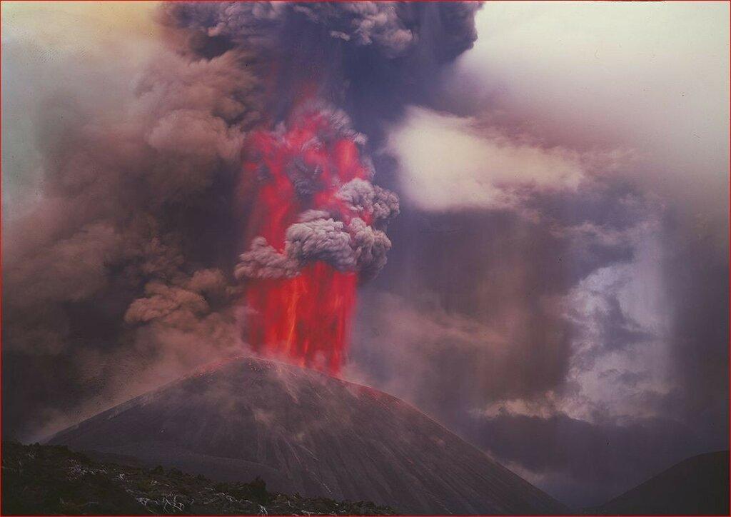 Извержение вулкана Толбачик, Камчатка, 1975 Вадим Гиппенрейтер.jpg