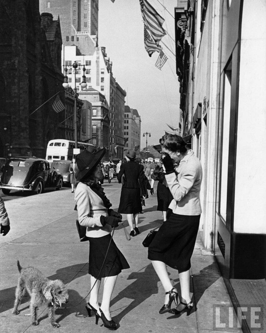Небольшую подборку фотографий того, как выглядели женщины в 40-х года…