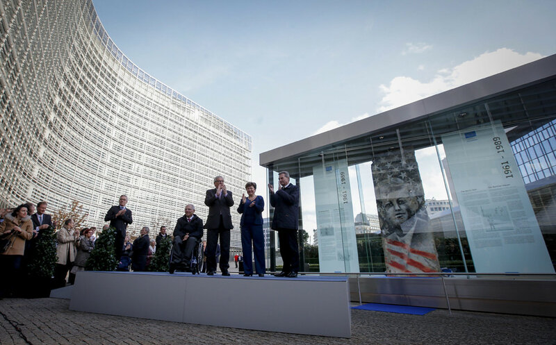 25 лет падения Берлинской стены. Уникальные исторические фотографии 0 1b49ef b8dc066d XL