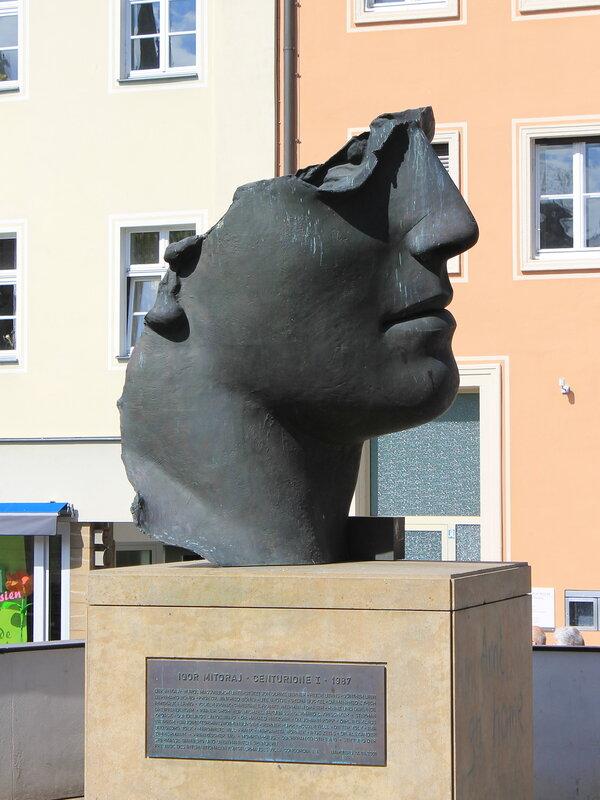 Бамберг. Старя ратуша. Нижний мост. Скульптура Centurion I monument. Bamberg. Altes Rathaus.  Untere Brücke.