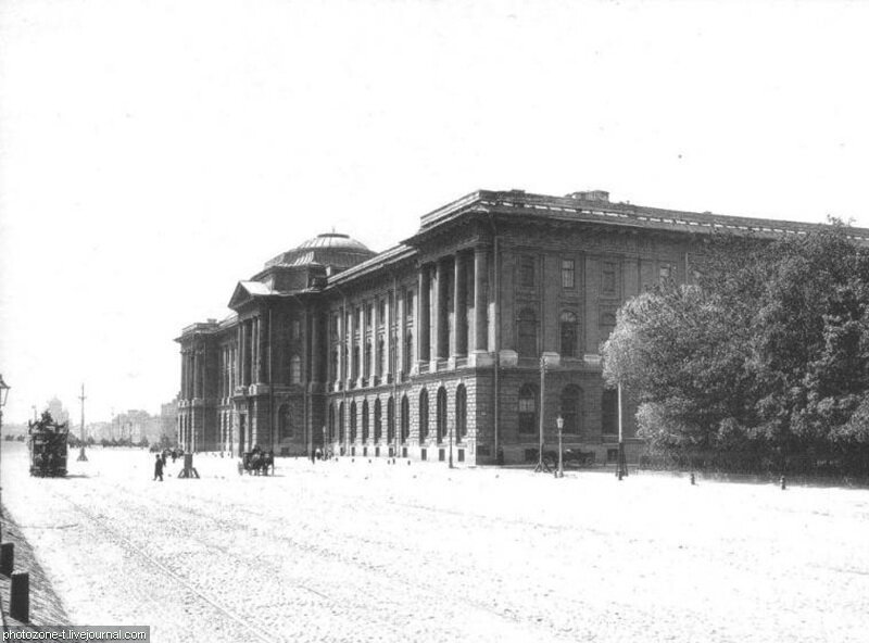 Петербург тогда и сейчас - Университетская набережная