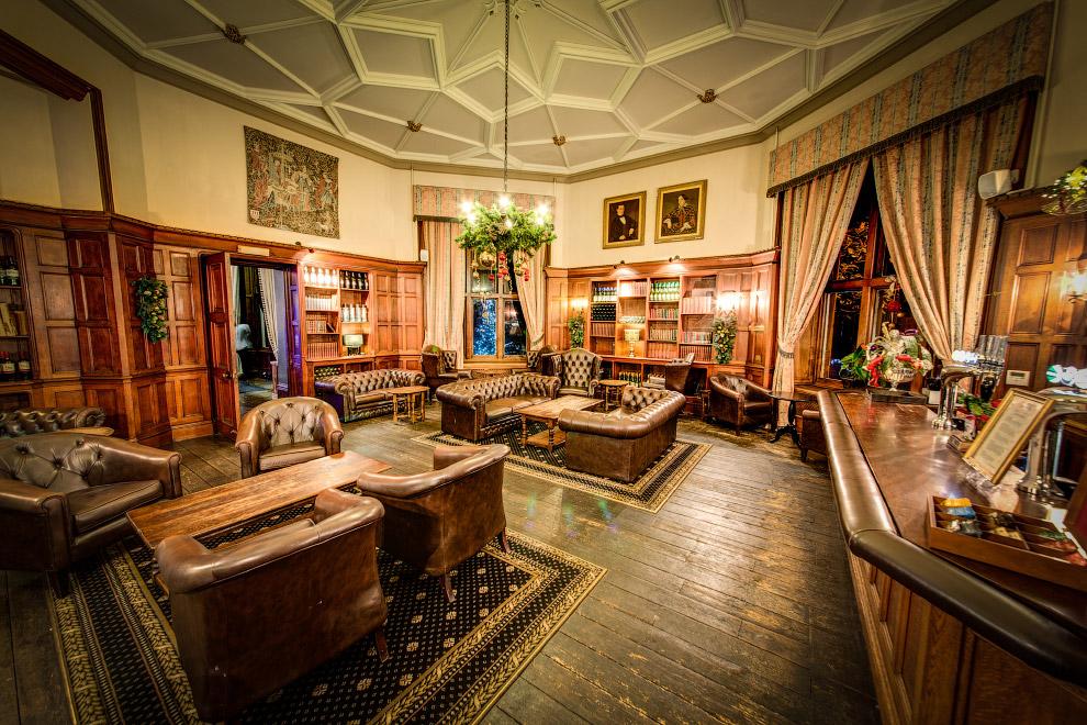 3. В перечень заведений попал и построенный в 1865 году лондонский отель Langham . Здесь остана