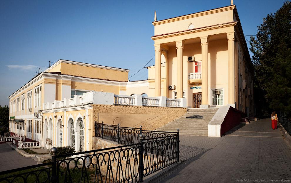 9. Современное называние города «Самарканд» происходит от тюркского «Семиз кент», что означает