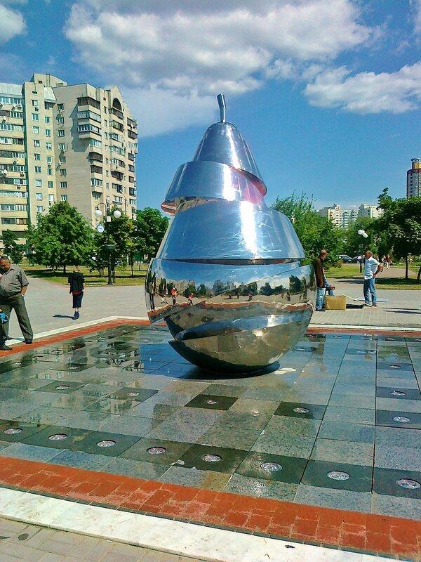 Новый фонтан в парке Позняки