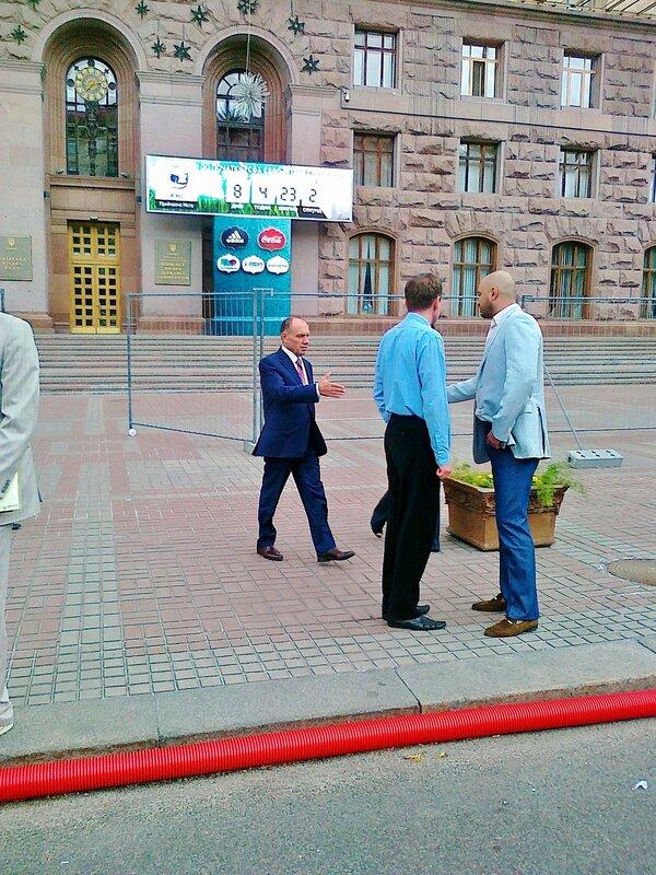 Анатолий Голубченко выходит из мэрии