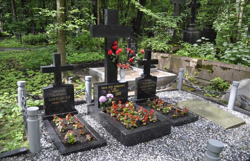 Могила Виктора Конецкого 850.jpg