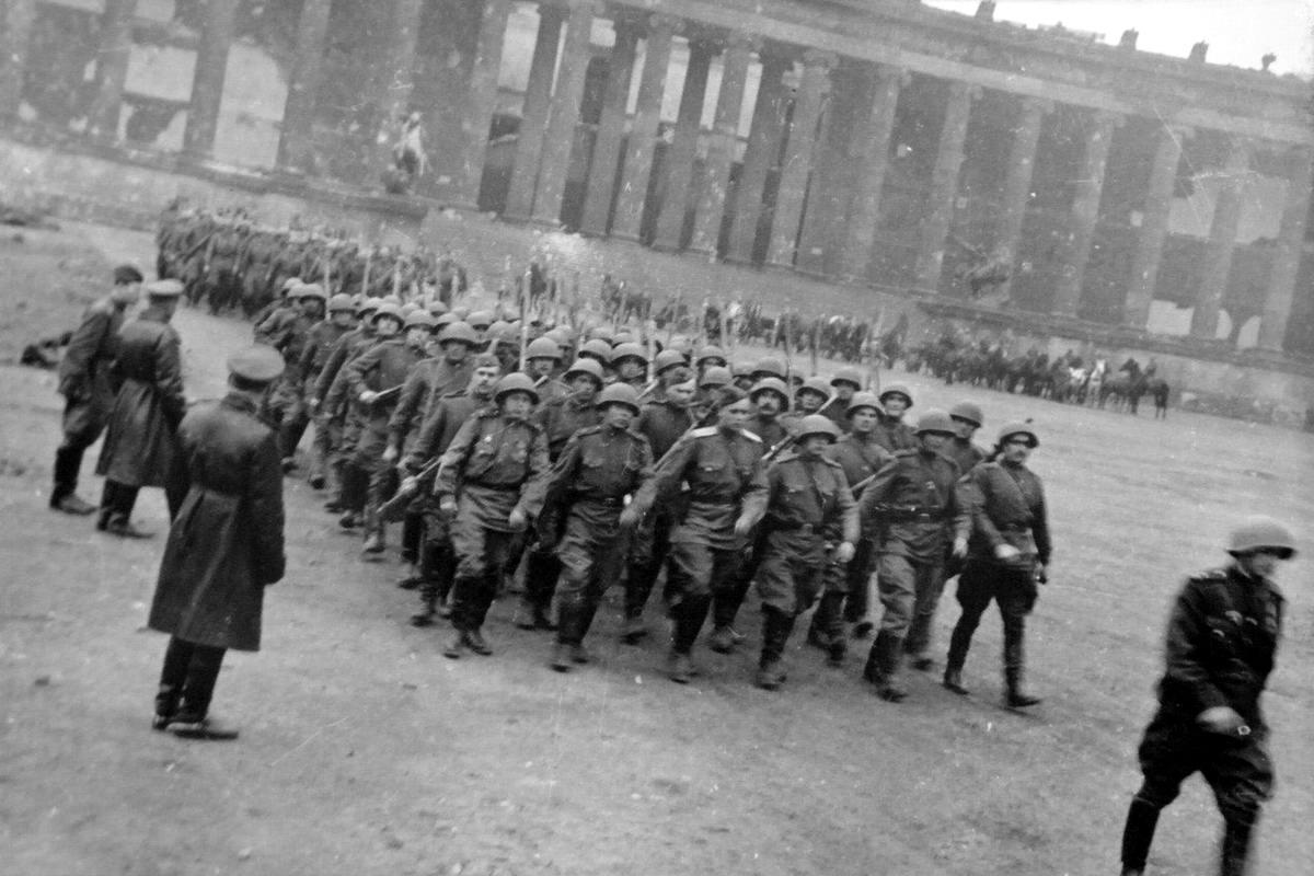 Падение Берлина на фотографиях весны 1945 года (38)