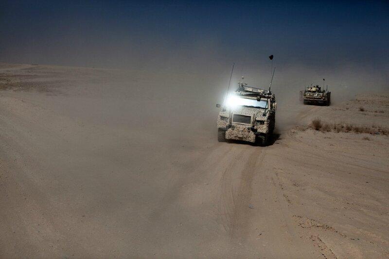 Afghanistan.<br />Danske soldater kører gennem ørkenen mod Camp Price udenfor Gereshk.