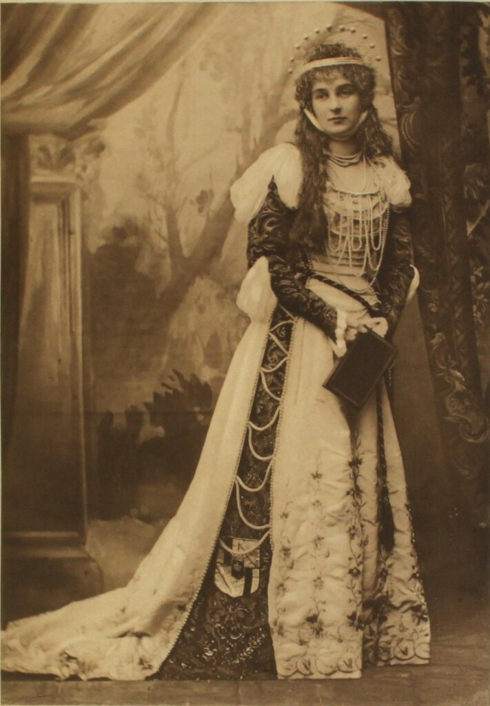 the-countess-of-mar-and-kellie-as-dantes-beatrice-page-81.jpg