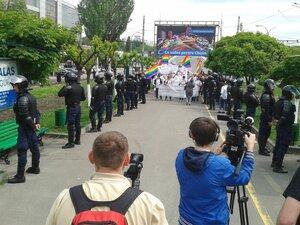 В Кишиневе марш ЛГБТ защищали полицейские в бронежилетах