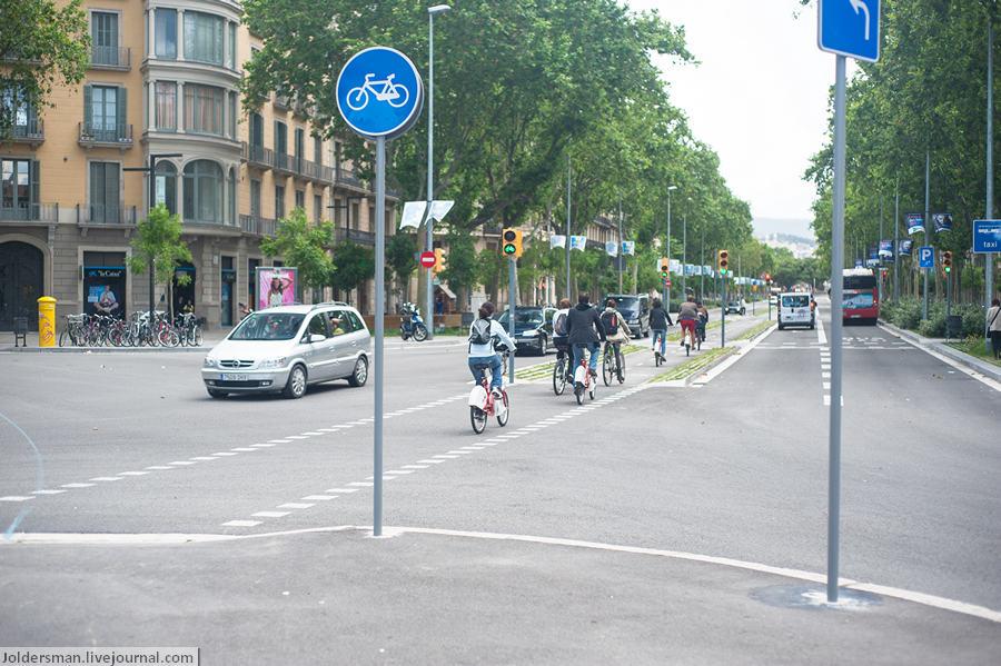 Велосипеды в Барселоне - отдельная велодорожка