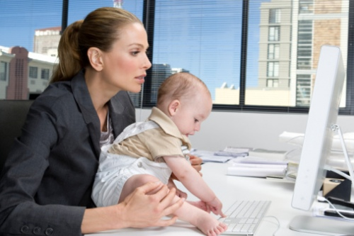 Уход за ребенком или работа?