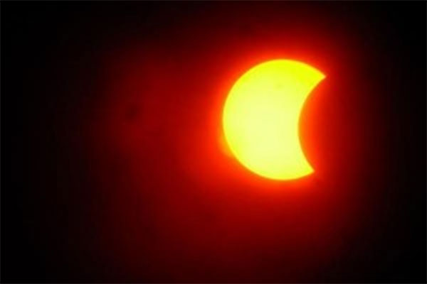 Космический аппарат NASA впервый раз  заснял двойное солнечное затмение
