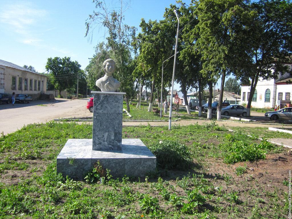 Купить памятник на кладбище Аткарск Эконом памятник Башня с профильной резкой Аркадак