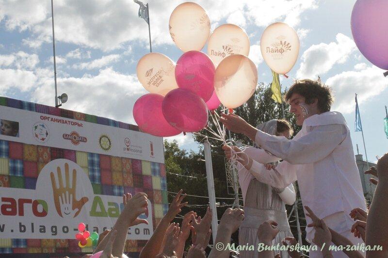 Ходулисты с шариками, Саратов, фестиваль 'БЛАГОДАРЮ', 09 июня 2012 года