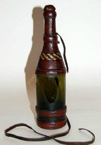 Бутылки украшенные натуральной кожей
