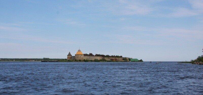 Вид на остров Орешек со стороны пристани