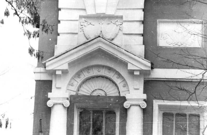 Декор фасада дома Селиванова: лепные украшения ризалита и ниш, фото 1970-х гг.
