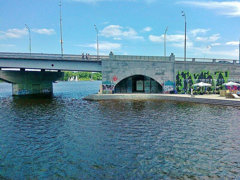 Галерея под Гаванским мостом
