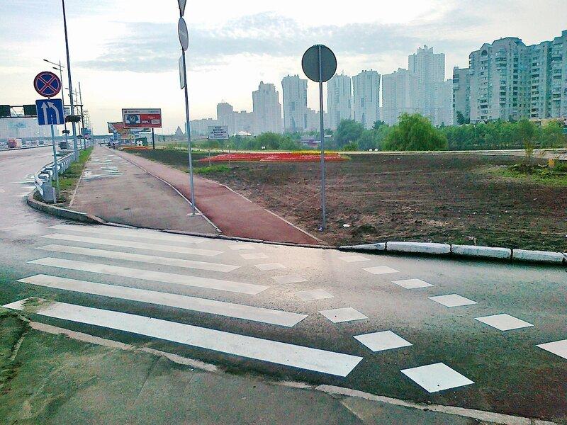 Пешеходная дорожка и велодорожка на проспекте Бажана