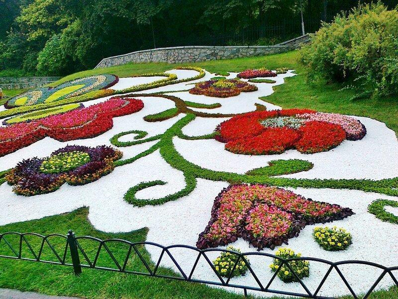 Узоры цветочной композиции в честь Евро 2008