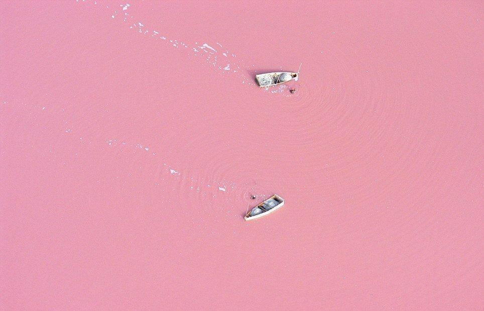 Фотографии необычного озера Ретба— настоящее розовое озеро в Сенегале