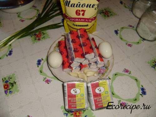 Ингредиенты для приготовления рулетов из крабовых палочек
