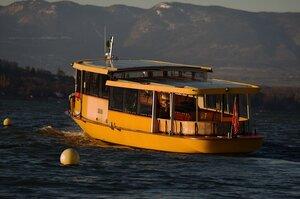 Жёлтая лодка, не подводная