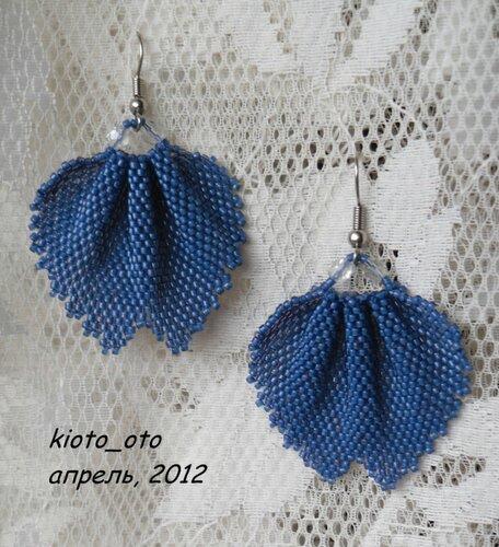 Автор схемы: kioto_oto (Евгения)Лепесток плетется почти от середины.  Каждая половинка плетется своим концом нити.