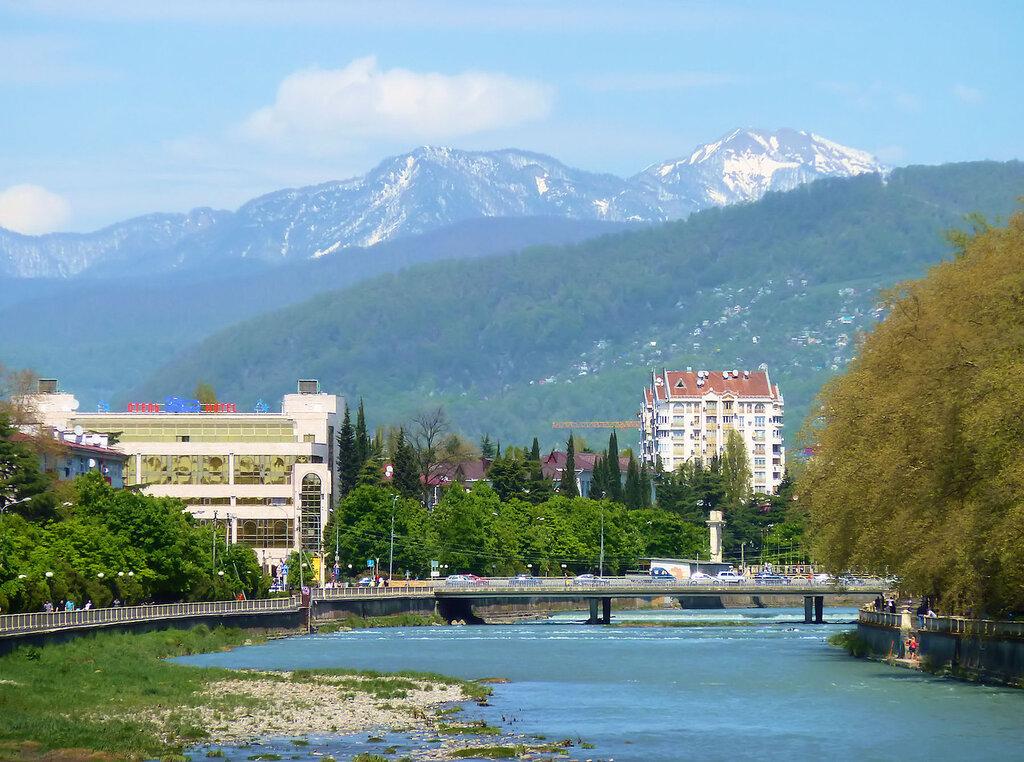 река Сочи, горы...