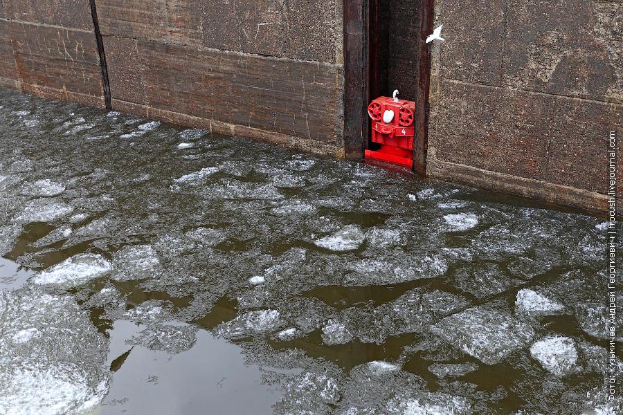 ледяные кристаллы в камере верхнего городецкого шлюза