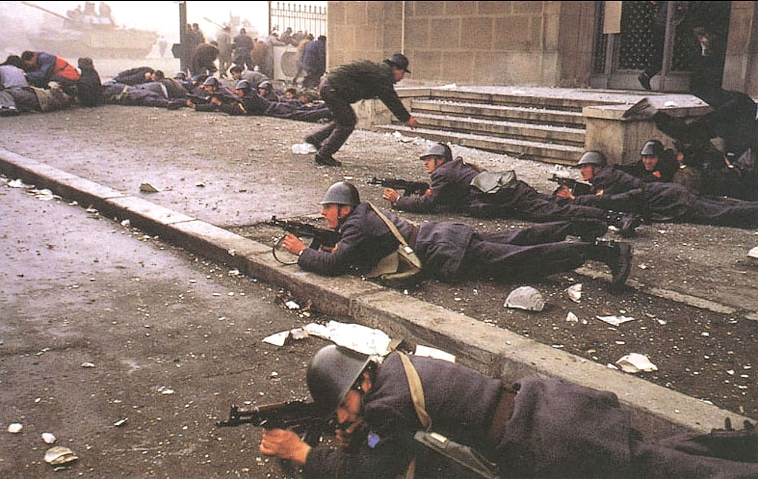 fighting-romanian-revolution-revolutia-romana-1989-romanian-men-army.jpg