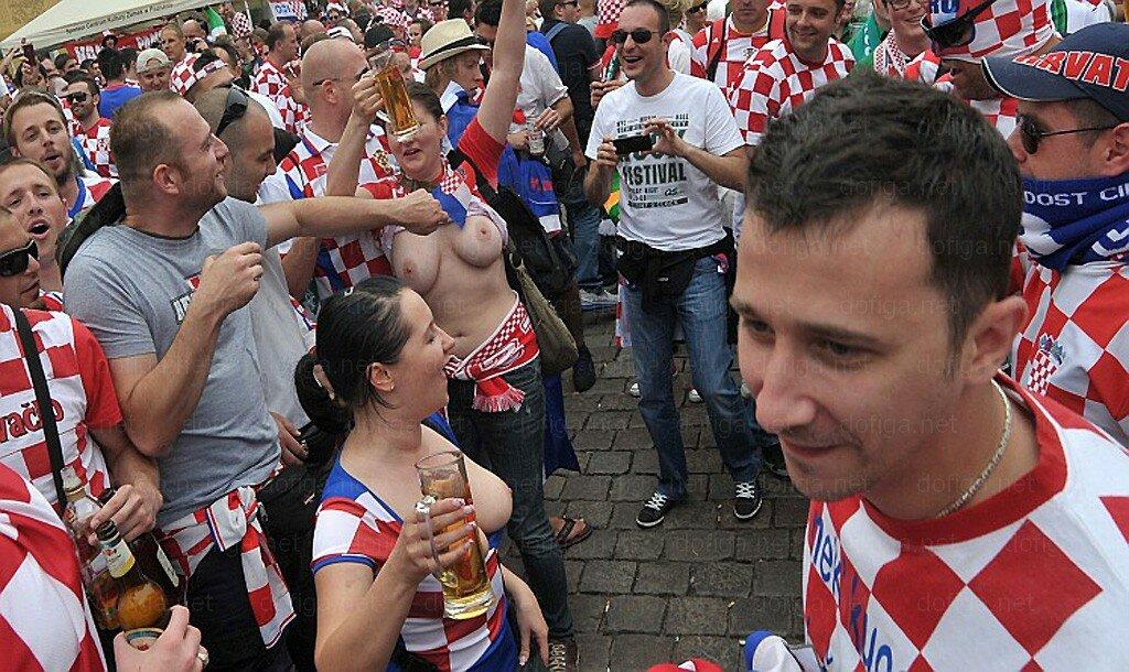 Суровые хорватские болельщицы