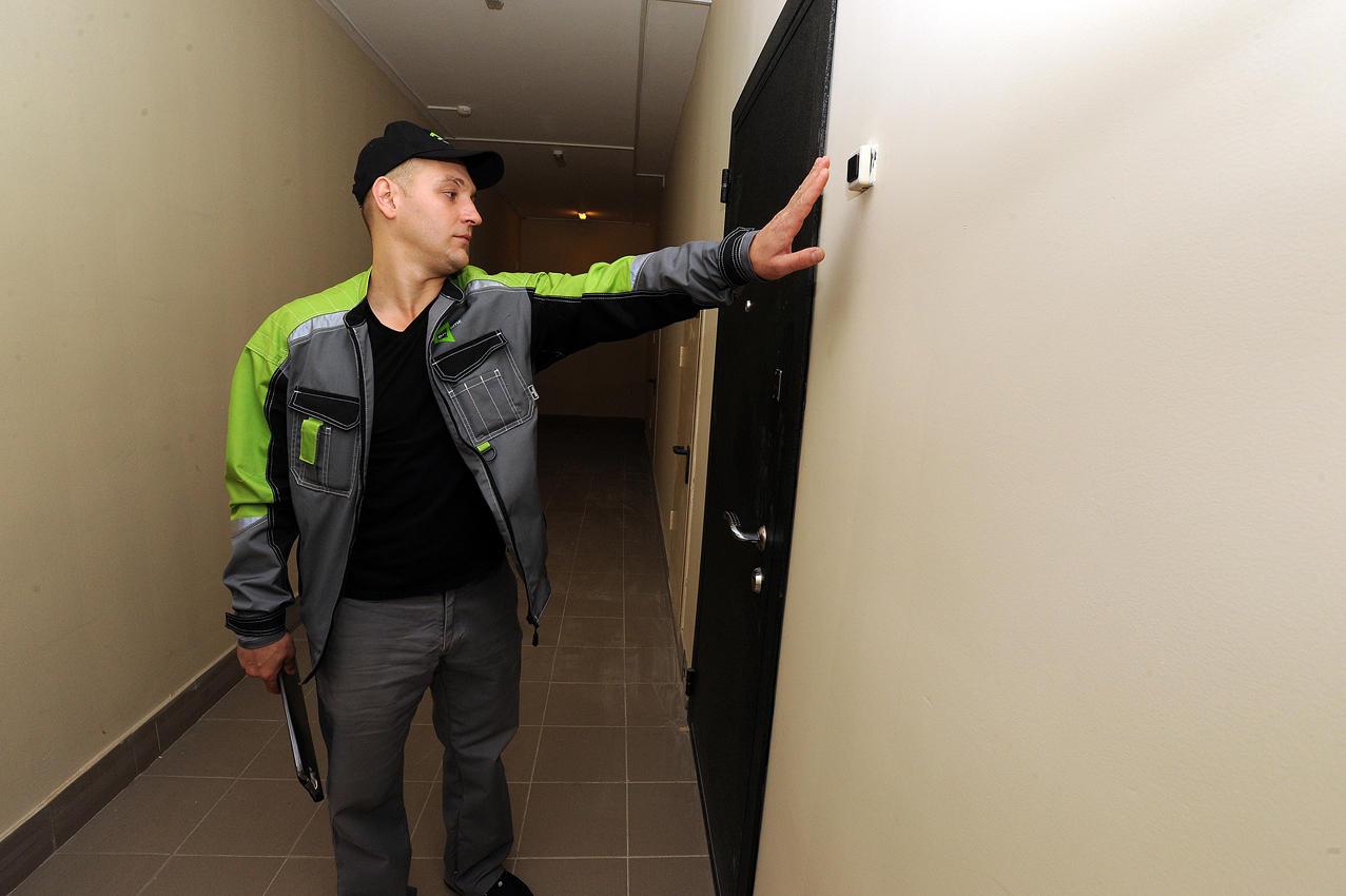 7. В первую очередь монтажники оповещают хозяев, что в их квартире скоро появится интернет и ТВ.