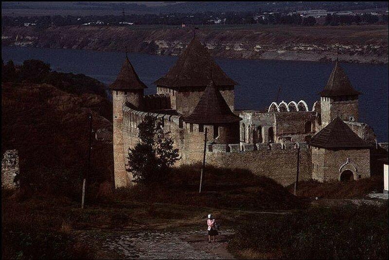 Рядом с городом Черновцы. Замок Хотин на реке Днестр.