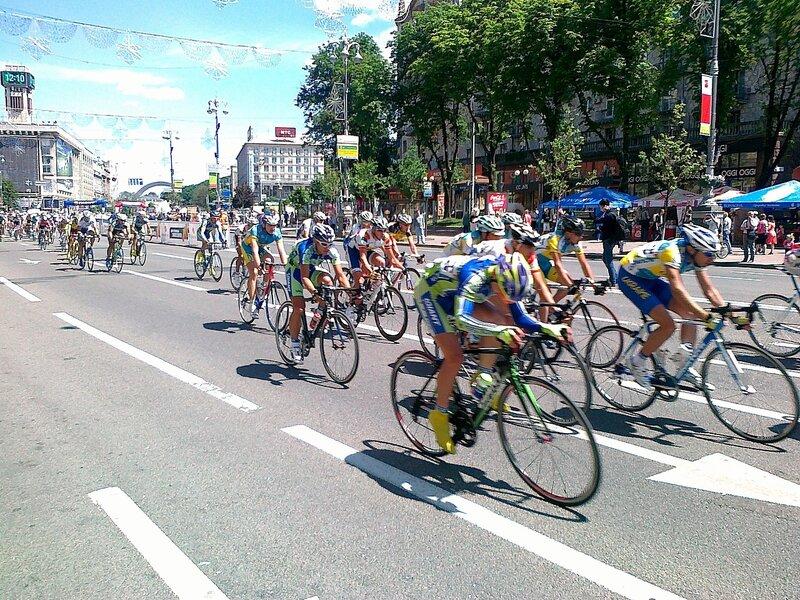 Участники велогонки на Крещатике
