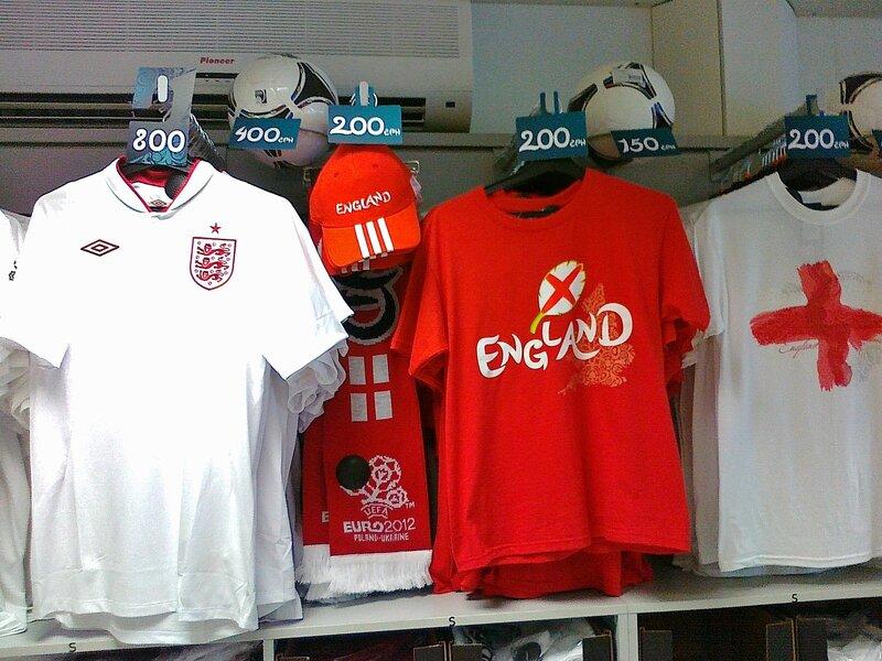 Цена футболки с символикой английской сборной
