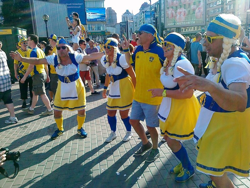 Шведские болельщики в Киеве