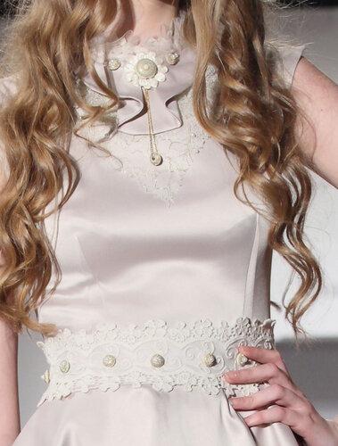 Выпускное платье с винтажным кружевом , ворот декорирован жабо, кружевом...