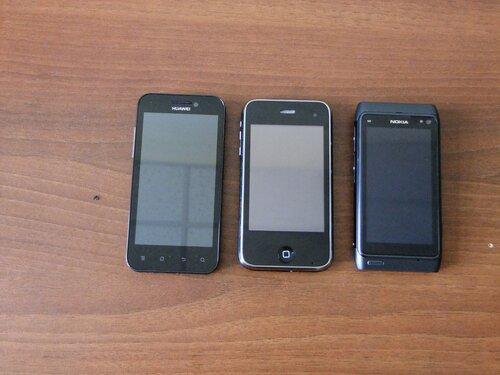 "Nokia 5230, iPhone (китайский, но по размерам идентичен оригиналу - ""первому"" iPhone), Nokia N8"
