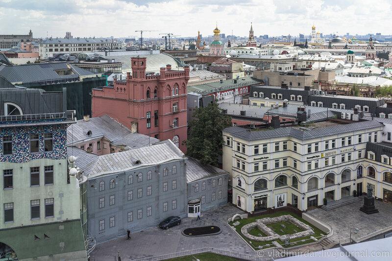 Панорама Москвы. Фундамент Церкви Живоначальныя Троицы в Полях.